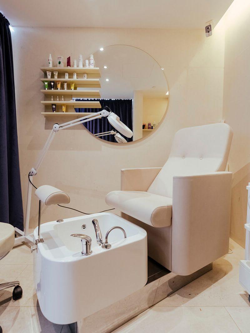 дизайн интерьера, дизайн салона красоты, комплексное оформление салона красоты, мебель под заказ, витрина, витрина для продукции, мебель для салона красоты, кабинет педикюра, оборудование для салона красоты, кресло для педикюра