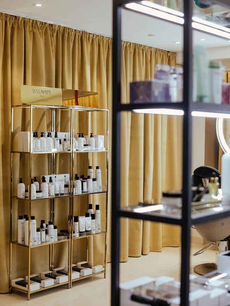 дизайн интерьера, дизайн салона красоты, комплексное оформление салона красоты, мебель под заказ, витрина, витрина для продукции, витрина в салон красоты, витрина с металла, стеллаж, мебель для салона красоты