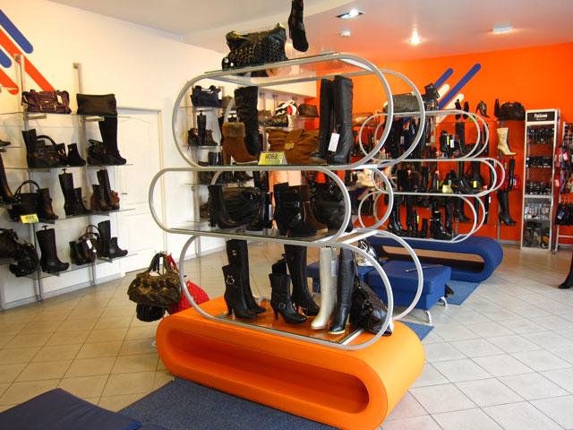 витрина для магазина обуви, витрина для товара, мебель для магазина, торговое оборудоватие, стеллаж в магазин обуви, прилавок, торговая мебель, торговое оборудование