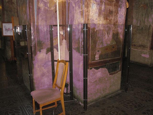 стекланная защитная конструкция для памятки