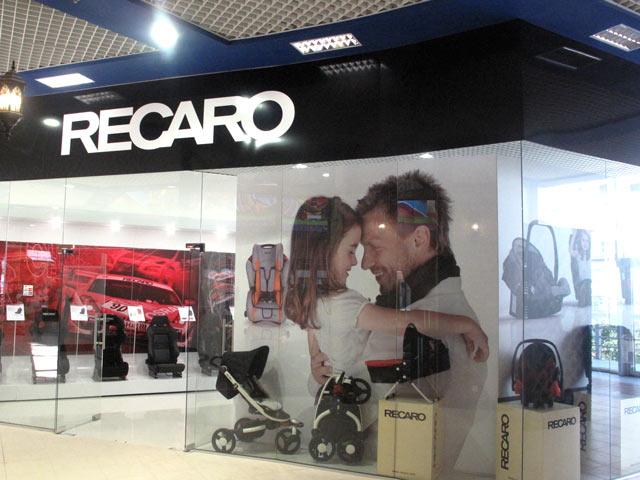 оформление магазина Recaro, оформление магазина, торговая мебель, мебель для магазина, вывеска, подиум для магазина, кодяск, автокресла, оборудование для магазина