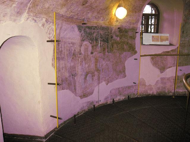 стекланная защитная конструкция для церковной памяткипамятки
