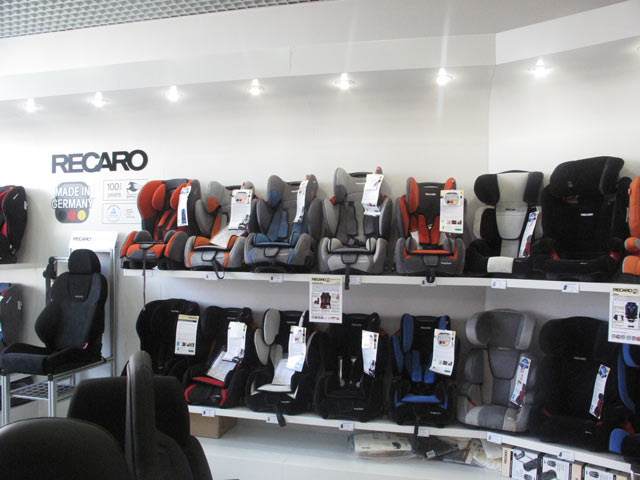 оформление магазина Recaro, оформление магазина, торговая мебель, мебель для магазина, вывеска, подиум для магазина, кодяск, автокресла, оборудование для магазина, полки для магазина, стеллаж для магазина, планировка магазина