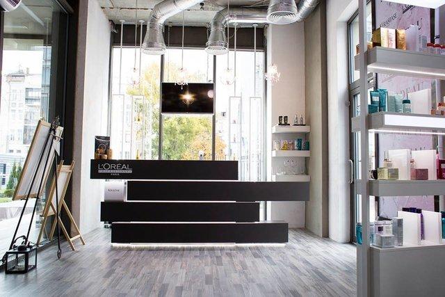 ресепшн, дизайн салона красоты, мебель для салона красоты, мебель под заказ, оформление салона красоты, индивидуальные светильники, дизайнерские светильники, собственное производство мебели, салон красоты под ключ