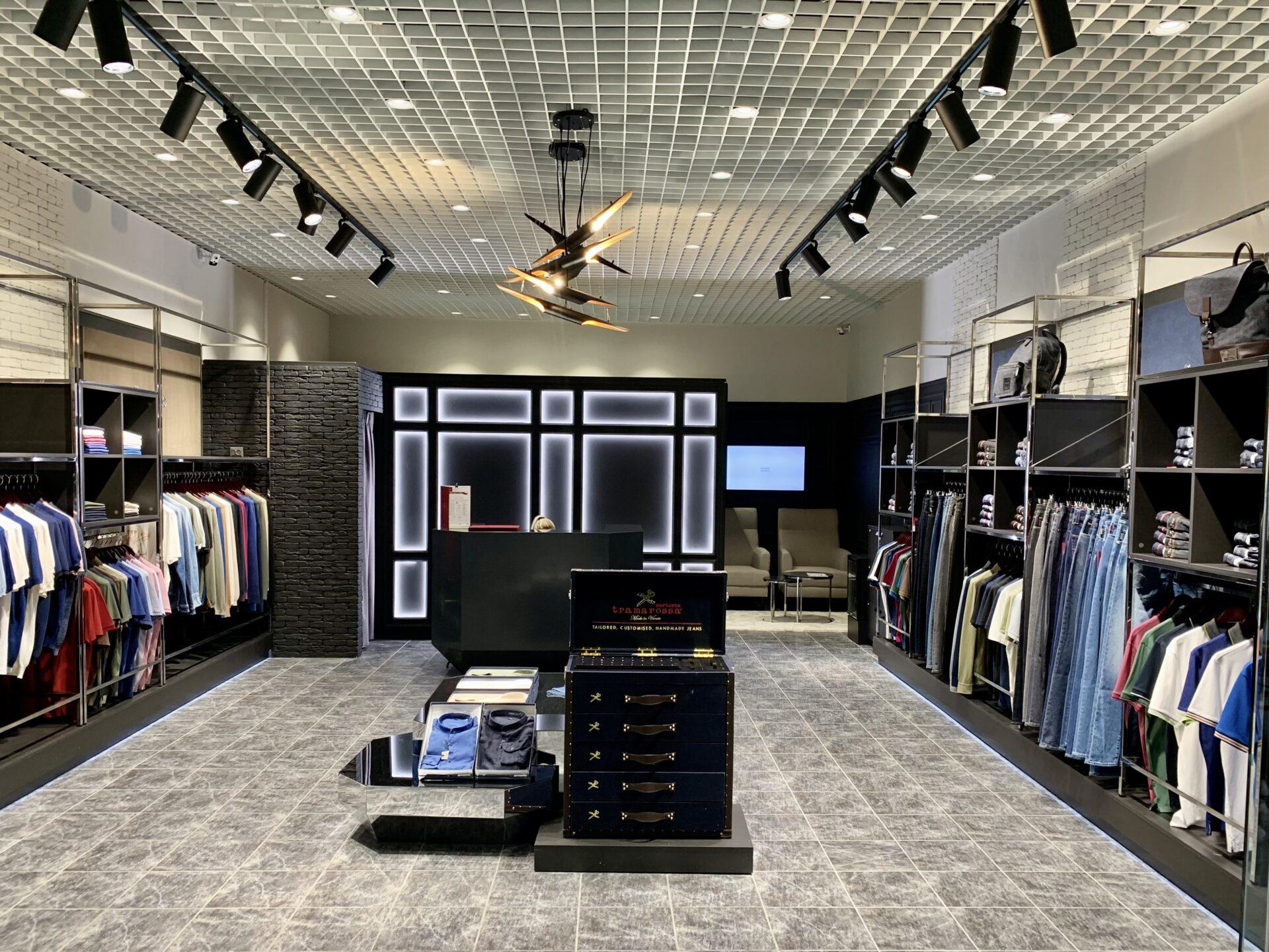 мебель для магазина, мебельдля магазина одежды, магазин duran, торговое оборудовани на заказ, дизайн магазина одежды, дизайн интерьера магазина, дизайн шоурума, ресепшен в магазине, витрины в магазине одежды,